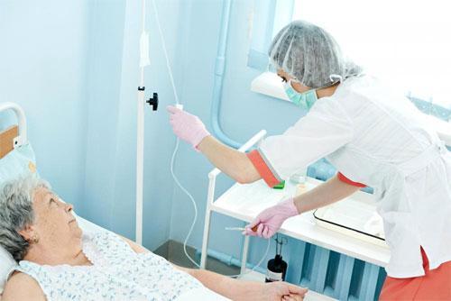 Какие факторы влияют на скорость внутривенной инфузии?
